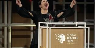 بالفيديو  5 أسباب لفوز البريطانية بلقب أفضل معلمة في العالم..