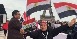 بالصور  بعلم طول 10 أمتار.. الجالية المصرية بفرنسا تحتفل بفوز السيسي