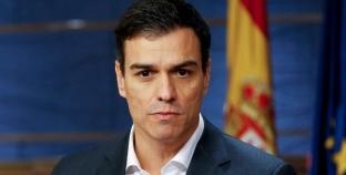 """رئيس وزراء إسبانيا يقر بـ""""خطأ"""" في كتاب وسط قضية تزوير شهادات جامعية"""