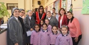 وزيرة الهجرة تُهنئ مُعلمتها «سير بولين» بـ«عيد الأم»