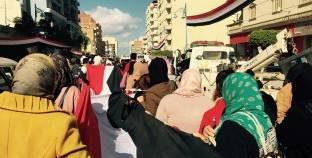 مشاركة نسائية واسعة في مسيرة شعبية لتأييد السيسي بمطروح