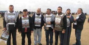 """""""العودة مطلبنا"""" على ملابس فلسطينيين في المسيرة الـ34: هدفنا الأساسي"""