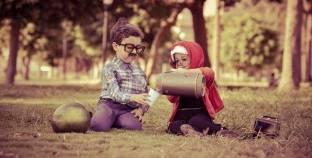 بطيخة وجورنال و«كِرش».. أبطال جلسة تصوير لزوجين «أندر إيدج»