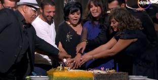 بالفيديو| إسعاد يونس تحتفل بعيد ميلاد حميد الشاعري الـ57 بحضور أصدقائه