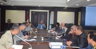 محافظ البحر الأحمر يناقش إنشاء تجمع عمراني جديد بمدينة الغردقة