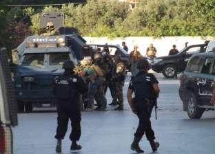 قوات الأمن التونسية تحاصر مسلحا بمسجد في حي الانطلاقة