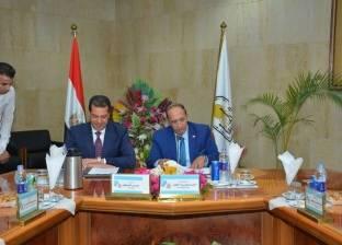 بالصور| رئيس جامعة أسيوط يترأس مجلس الجامعة الأخير قبل إحالته للمعاش
