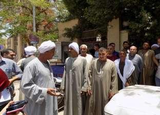 تجمهر مواطنين أمام مبنى محافظة الفيوم احتجاجا على انقطاع مياه الشرب