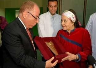 وزير الثقافة يزور مديحة يسري للاطمئنان على حالتها الصحية