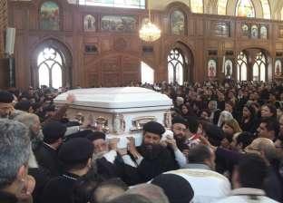 بالصور| تشييع جثمان وكيل عام مطرانية الأقباط الأرثوذكس في الفيوم