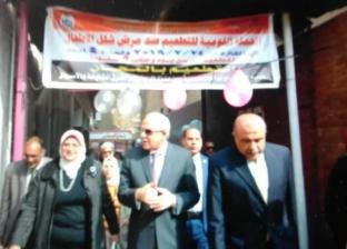 """محافظ الجيزة يشارك في تطعيم طفلة ضد """"شلل الأطفال"""" في الطالبية"""