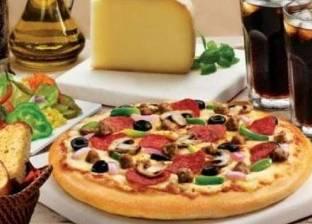 """""""وظيفة الأحلام"""".. شركة تطلب موظفين لتناول البيتزا مقابل المال"""