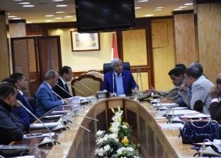 محافظ أسوان يعقد اجتماعا لتنفيذ حملات إزالة التعديات على أراضي الدولة