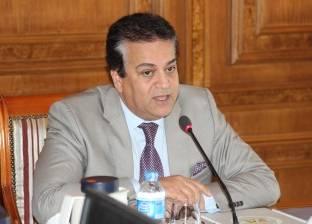 وزير التعليم العالي يستعرض تقريرا عن آليات التعاون مع وزارة الصناعة