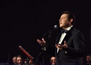 """هاني شاكر يتألق بأغنيات لـ""""العندليب"""" بالسعودية في حفل كامل العدد"""