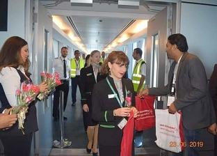 بالصور| محافظ البحر الأحمر يستقبل أولى الرحلات النمساوية بمطار الغردقة