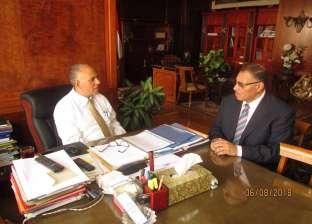 """وزير الري يناقش تطوير الأنشطة البحثية لـ""""المركز القومي للمياه"""""""