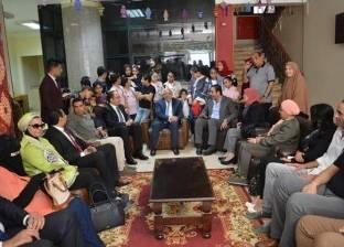 محافظ بورسعيد يزور جمعية تحسين الصحة ويهنئ الأطفال الأيتام
