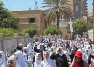 مسيرة لطالبات مدرسة الشهيد محمد أبو حليقة للمشاركة بالانتخابات بالمنيا