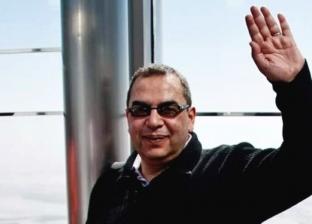 """شاب يؤدي مناسك العمرة عن أحمد خالد توفيق: """"كان أبي ومعلمي"""""""