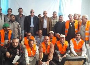بالصور| رئيس مجلس سمنود يكرم عمال النظافة في احتفالية المولد النبوي