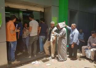 حر وصيام وسيستم واقع.. معاناة المواطنين في طوابير المعاشات قبل العيد