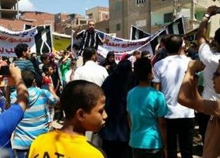 """أهالي """"الفيروز"""" في كفر الشيخ يتظاهرون ضد """"بلاعات الصرف الصحي"""""""