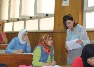 """عميد """"آداب عين شمس"""" تتفقد لجان امتحانات الكورس الصيفي ودور سبتمبر"""