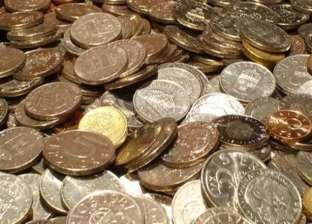 إندونيسي يسدد تعويضا لزوجته قيمته 10 آلاف دولار على شكل عملات معدنية
