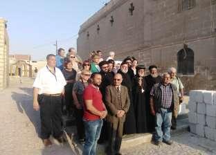 وفد أوروبي يزور دير جبل الطير في المنيا ومسار العائلة المقدسة
