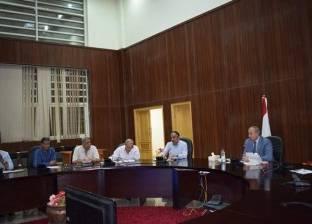 محافظ البحر الأحمر يعقد اجتماعا مع مديري الإدارات الصحية