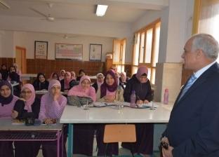 """محافظ الجيزة يناقش تلاميذ مدارس الصفا والمروة في """"حقوق الوطن"""""""