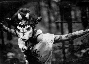 """مشعوذتان تحرقان وجه طفلة أمريكية لـ """"تطهيرها من الأرواح الشريرة"""""""