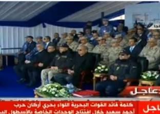 السيسي يلتقط الصور التذكارية مع قوات الأسطول البحري بسفاجا