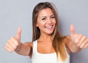 لماذا لا نستطيع الابتسام بشكل طبيعي أمام عدسات الكاميرات؟