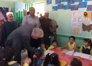 فودة يتفقد المعهد الأزهري بطور سيناء ويشيد بارتفاع مستوى رياض الأطفال