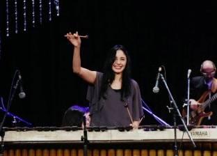 """""""ملكة الماريمبا"""" تعزف مع """"وتريات أوبرا الإسكندرية"""" أغنية 3 دقات"""