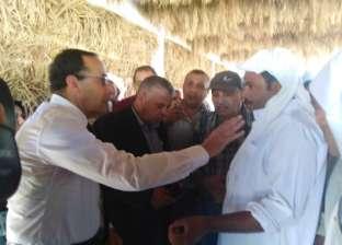محافظ شمال سيناء يزور قرية الروضة ويلتقي أسر الشهداء
