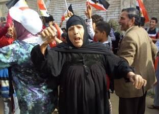 """""""أم البنات"""" تصوت مع جيرانها بـ""""زغرودة"""" وتحية للسيسي: عايزة معاش يا ريس"""