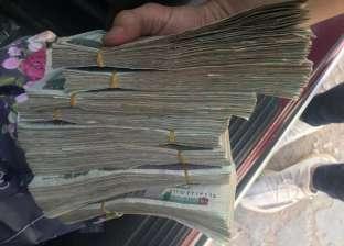 بلوجر مصري شهير يدفع 50 ألف جنيه «بقشيش» لـ عامل في مطعم