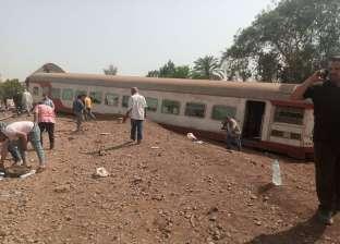 مشاهد قبل الإفطار من موقع حادث انقلاب عربات قطار بنها «توزيع وجبات»