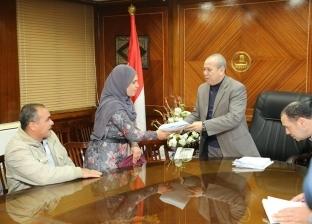 بالصور| محافظ كفر الشيخ يسلم 19 عقد تقنين أراضي الدولة للمستفيدين