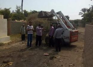 بالصور| حملة نظافة بمقابر قرية الشعراء في دمياط
