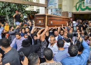 شقيق هيثم أحمد زكي يغادر لندن قادما إلى القاهرة لتلقي العزاء