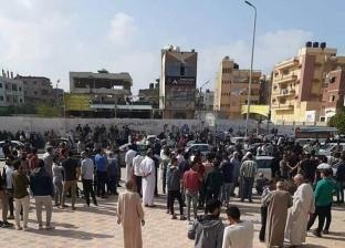 """الآلاف يشيعون جثمان """"شهد"""" طالبة الصيدلة في العريش"""