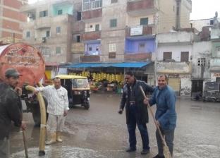الوحدات المحلية بكفر الشيخ تدفع بمعدات لشفط مياه الأمطار بالشوارع