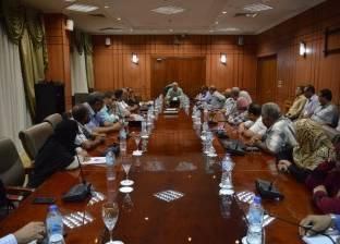 محافظ بورسعيد: مدير المدرسة المسؤول الأول عن انتظام العملية التعليمية