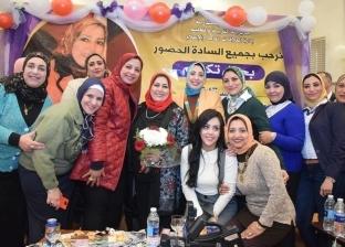 """محافظة الإسكندرية تكرم """"وكيلة التعليم"""" لجهدها في المدارس"""