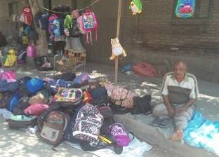 سوق الجمعة ينافس الفجالة: مستلزمات المدارس برخص التراب