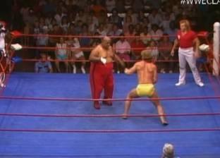 بالفيديو  مصارع كان يلعب حافي القدمين.. تعرف على السبب
